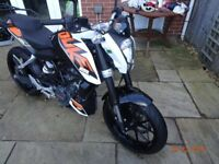 KTM Duke 200 Low mileage, excellent condition. 2 owners. datatag. back rack.
