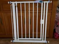 Narrow stair gate
