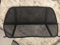 Wind deflector in very good condition with carry case for storage.