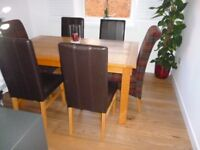 solid oak table and 6 chairs [ 4 brown leather & 2 checked upholstered] in excellent condition