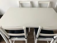 Dining table & chairs with seat cushions