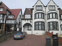 **ONE BEDROOM FLAT TO LET**EXCELLENT LOCATION**WELL PRESENTED**