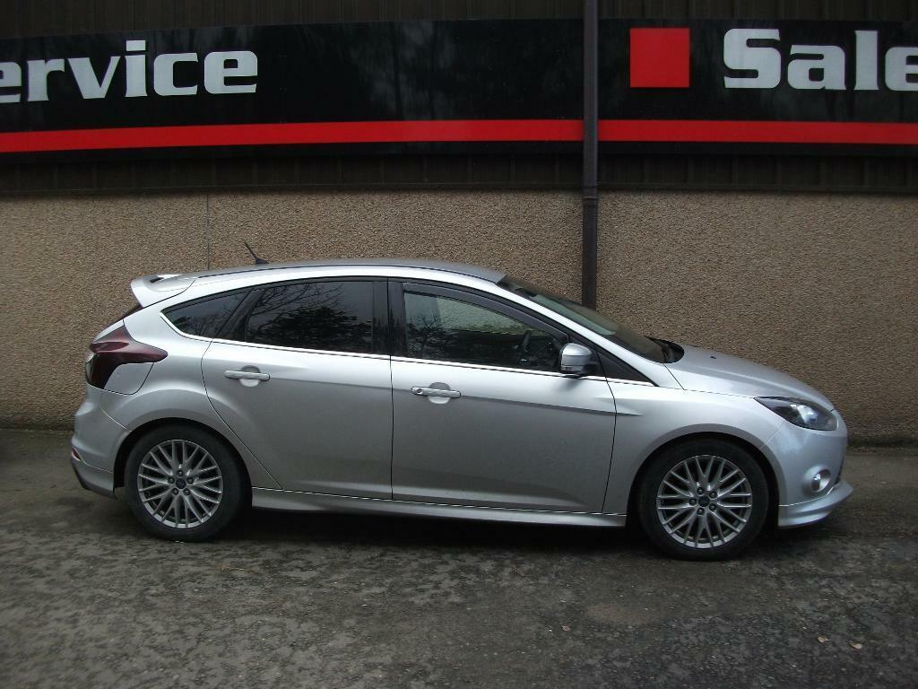 ford focus 1 6 tdci 115 zetec s 5dr silver 2013 in. Black Bedroom Furniture Sets. Home Design Ideas