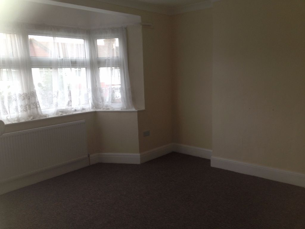 3 BED HOUSE TO RENT IN ILFORD!! 2 RECEPTIONS / 2 BATHROOMS / GARDEN / FREE PARKING