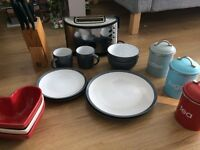 Kitchen set available in Putney. Priced to sell as moving to Aus