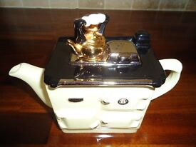 Rayburn teapot made by teapottery in Yorkshire, cream, excellent condition