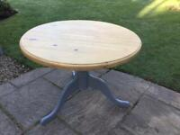 Lovely Round top Pine TABLE