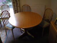 Light Oak Extending Dining Table & Six Chairs