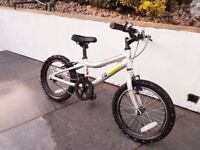 Silver Ridgeback mx16 Terrain. Excellent condition. Looks brand new. Stabilizers are also included.