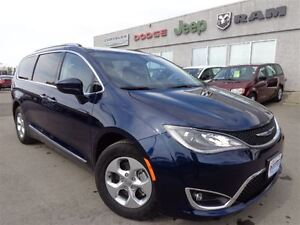 2017 Chrysler Pacifica Touring-L Plus--LOW Kilometers--High Rive