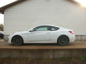 2010 Hyundai Genesis 2.0T 2 DOOR COUPE WITH LEATHER
