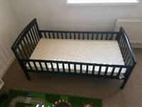 Toddler bed (black)