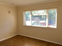 One Bed Flat with Parking. 1min from Leatherhead Station.