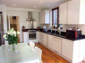 2 bedroom flat in Hillfield Avenue, Crouch End, N8