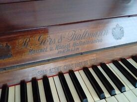 1913 R Gors & Kallmann piano in a dark finish very good condition