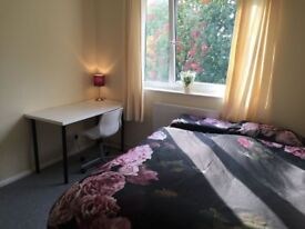 **ALL BILLS INCLUDED - ZONE 2 - 5minutes to Bank** Big Double Room in friendly home :)