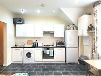 Spacious Newly Refurbished 2 Bed Flat With Roof Terrace! - 4 Min From Leyton Station E10 - £1450 PCM