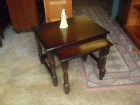 Clean & Sturdy Oak Nest Of 2 Side Tables