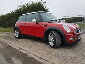Mini cooper 2004 red white roof and mirrors and bonnet stripes 5mths mot