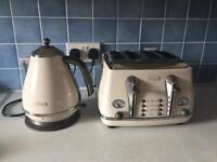 DeLonghi Kettle and toaster -cream