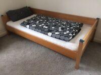 hochbett spielbett buche massivholz mit vorhang in. Black Bedroom Furniture Sets. Home Design Ideas