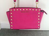 Michael Korrs handbag, Selma in raspberry pink.