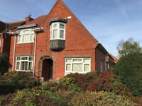 Room to let in large house for student or young professional in Loughborough