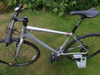 "(The Bentley Bike!) Specialized Sirrus. Upgraded. 10.5 Kg. HARDLY USED. Terrific Braking. 28"" Wheels"