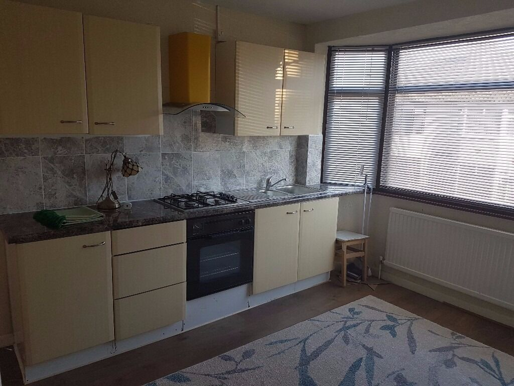 A VERY NICE 4 BED HOUSE IN SEVEN KINGS