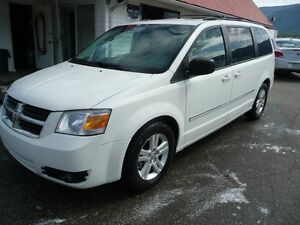 2008 Dodge Grand Caravan SXT  STOW AND GO