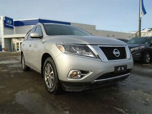2016 Nissan Pathfinder SV - AWD, Heated Seats, Back-up Camera