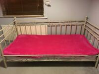 Iron single day bed frame