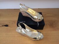 Ladies gold wedge sandals - Linea
