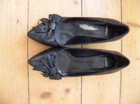 Carvella size 7 ladies shoe