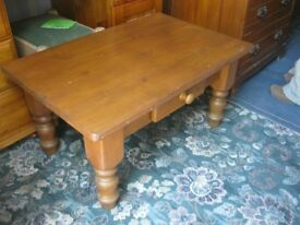 MODERN ORNATE RECTANGULAR SOLID PINE COFFEE TABLE WITH DRAWER. VIEWING/DELIVERY AVAILABLE