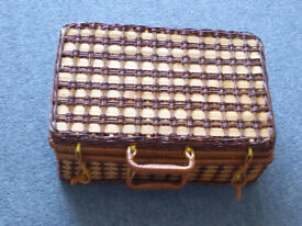 Small wicker picnic hamper or case