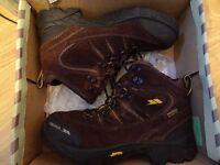 Trespass Belas Men's trekking boots size 6, RRP 109 £