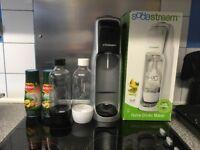 Sodastream 1xwhite new in box 1xused black/silver 2xbottles used 2xdel monte 2xgas 1xnew 1xused