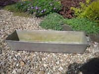 Garden planter/trough with handles in stainless steel. Good heavy duty planter.