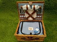Picnic basket with cooler compartment