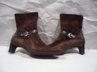 BRUNELLE ITALIAN SUEDE LEATHER ANKLE BOOT SIZE 6.