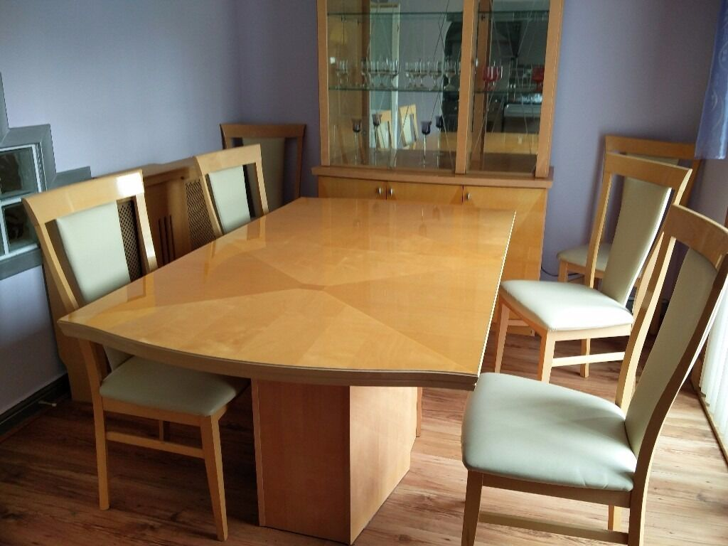 Dining Table (extendable) and Six Dining ChairsGreat Condition220 o.n.oin Livingston, West LothianGumtree - Dining Table and six chairs for sale, located in central Livingston. The set is in great condition and can be viewed evenings or weekends. Were looking to move out soon and cant take it with us so were selling at a low price. The matching dresser...