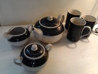 Tea set – in great condition.