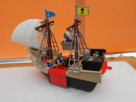 Pirate ship and figures