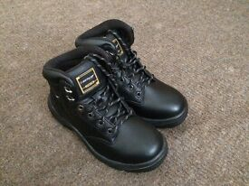 NEW DUNLOP SAFETY BOOTS SIZE 5