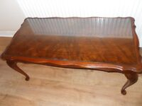 COFFEE TABLE WITH GLASS INSERT & QUEEN ANNE STYLE LEGS