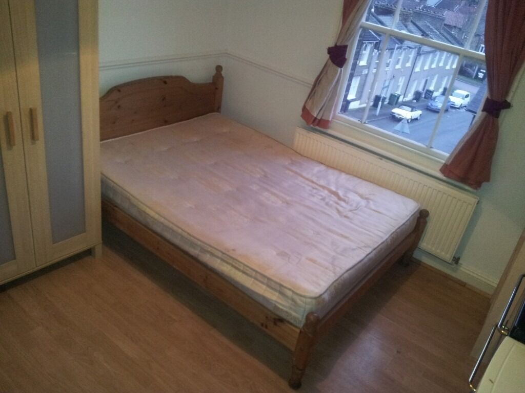 Studio flat 8 minutes walk to Brockley & New Cross Station (Zone 2) ALL BILLS INCLUDED