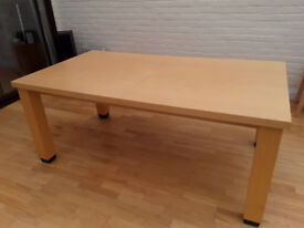 Light Maple wood extending table no marks or scratches ideal for large family gathering