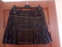 Lovely ladies Karen Millen kilt skirt size 8 short in good condition