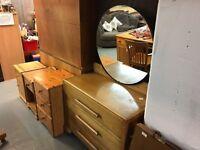 VINTAGE DRESSING TABLE WITH ROUND MIRROR